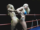 Blonde Butt fight